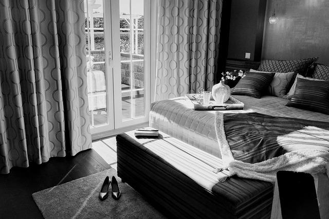 postel s úložným prostore