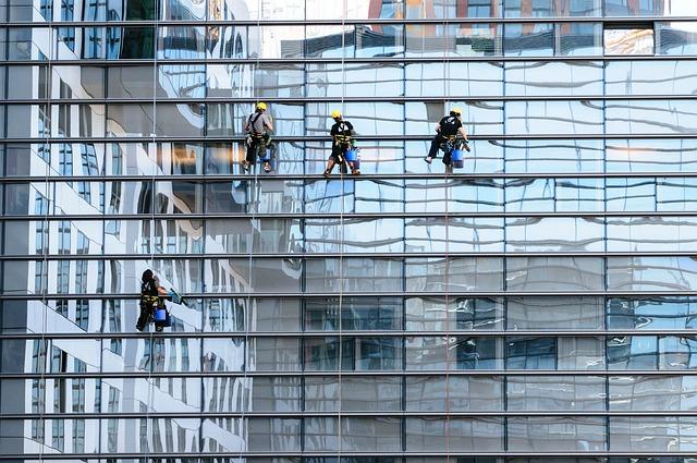 mytí oken mrakodrapu