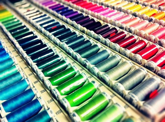 barevné nitě